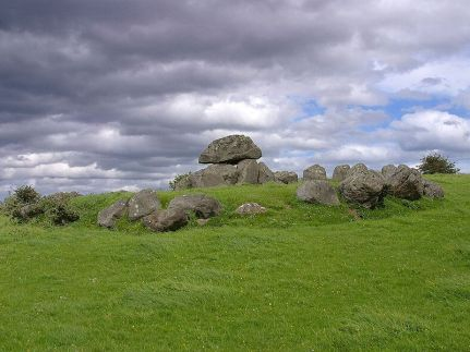 800px-carrowmore_tomb2c_ireland